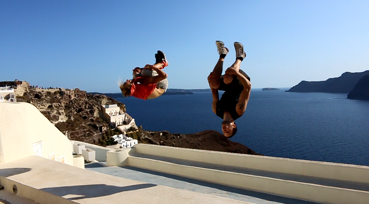 Moran et Jessy lançant un backflip