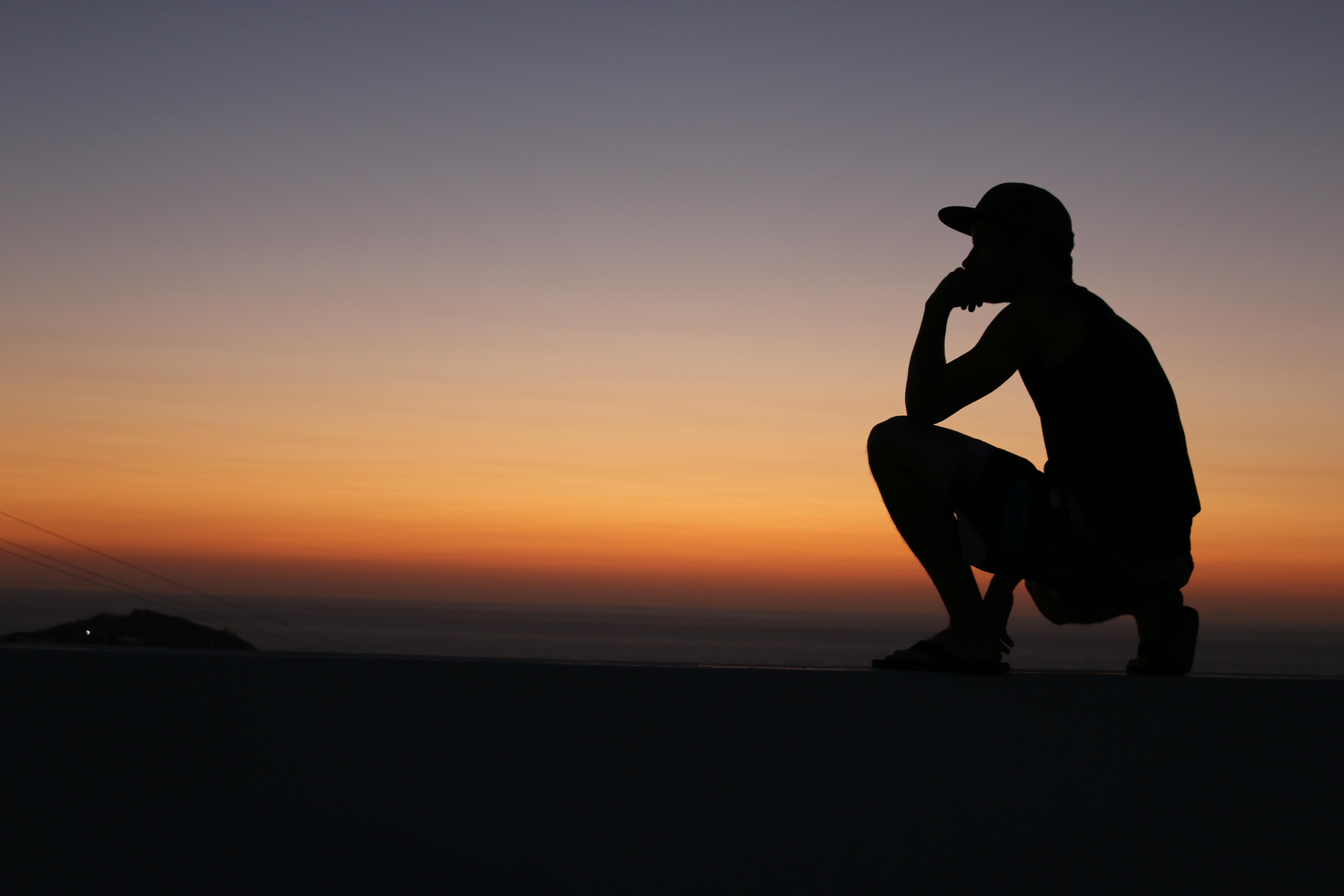 Moran observe l'horizon
